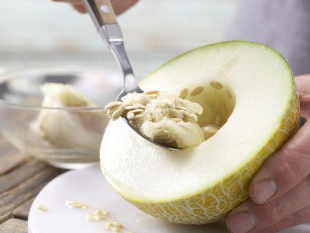 Frisée-Melonen-Salat: Zubereitungsschritt 1