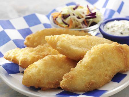 Frittierter Fisch mit Tatarensoße und Krautsalat