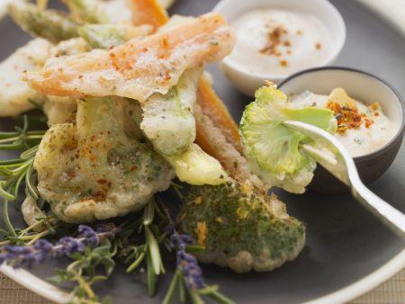 Frittiertes Gemüse mit zwei Soßen