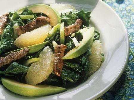Fruchtiger Spinatsalat mit Avocado und Lamm
