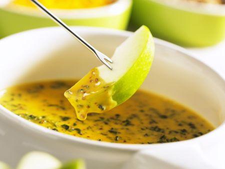 Fruchtiges Käsefondue mit Cheddar und Spinat