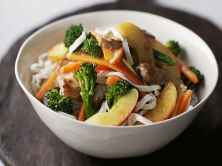 Fruchtiges Schweinefleisch mit Gemüse aus dem Wok