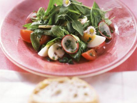 Rezept: Frühlingshafter Spinat-Bärlauch-Salat