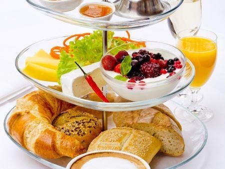 Frühstück französicher Art mit Kaffee