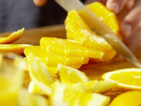 Garnelen auf Gurken-Orangen-Salat: Zubereitungsschritt 1