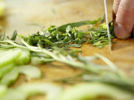Garnelen auf Gurken-Orangen-Salat: Zubereitungsschritt 4