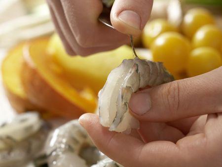 Garnelenspieße auf Salat: Zubereitungsschritt 1