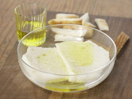 Gazpacho mit Weißbrot: Zubereitungsschritt 1