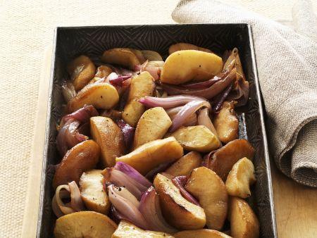 Gebackene Äpfel und Zwiebeln in Balsamessig