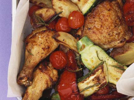 Gebackene Hähnchenkeulen mit Gemüse und Kartoffeln