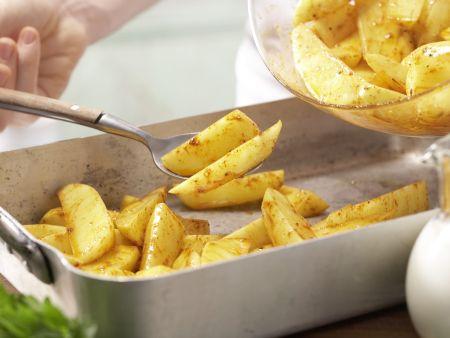 Gebackene Kartoffelspalten: Zubereitungsschritt 2