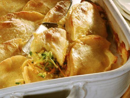 Gebackene Kartoffeltaschen mit Gemüse gefüllt