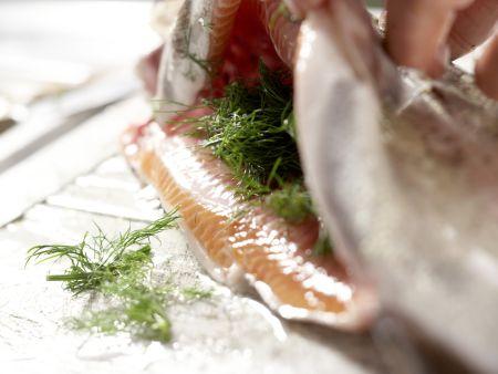 Gebackene Lachsforelle: Zubereitungsschritt 7