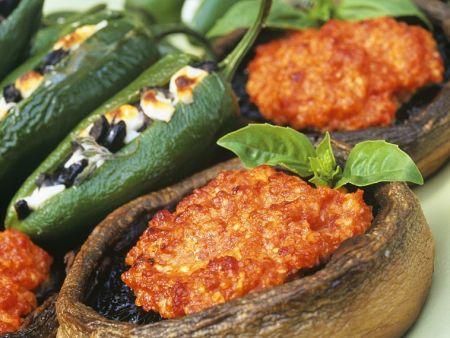 Gebackene Paprika und Pilze mit Füllung