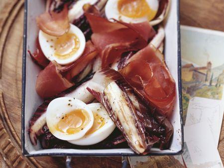 Gebackener Radicchio mit Ei und Speck