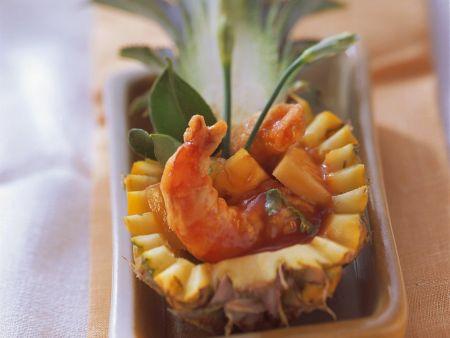 Gebratene Garnelen mit Ananas