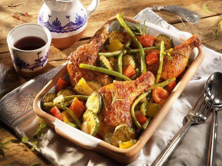 Gebratene Hähnchenkeulen mit Gemüse
