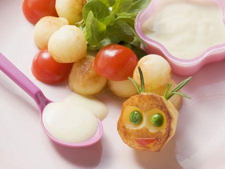 Gebratene Kartoffelbällchen mit Joghurtdip