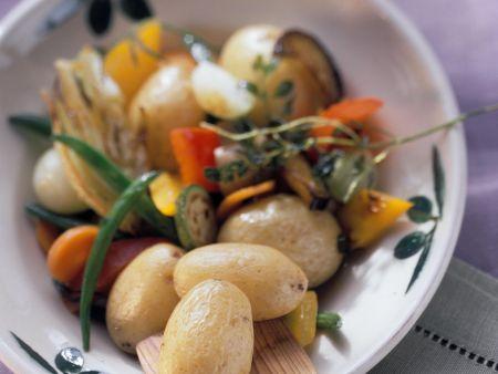 Gebratene Kartoffeln und Gemüse auf italienische Art