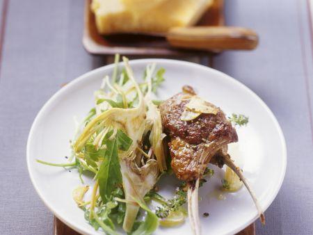 Gebratene Lammchops mit Rucola-Artischocken-Salat