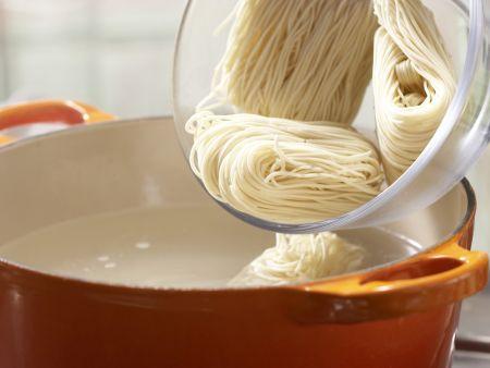 Gebratene Nudeln: Zubereitungsschritt 1