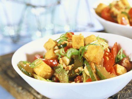 Gebratene Tofuwürfel mit Gemüse