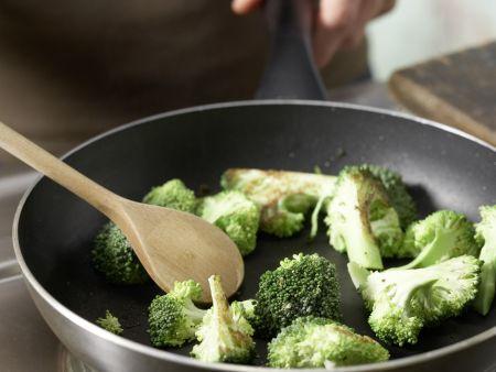 Gebratener Brokkoli: Zubereitungsschritt 4