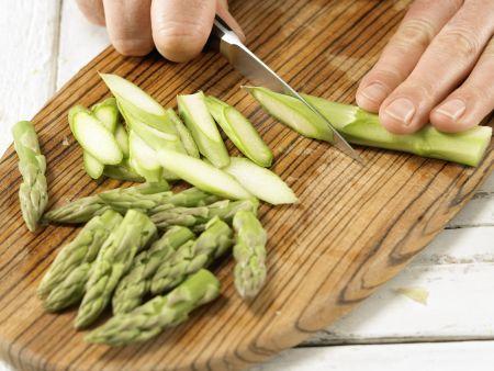 Gebratener grüner Spargel: Zubereitungsschritt 2