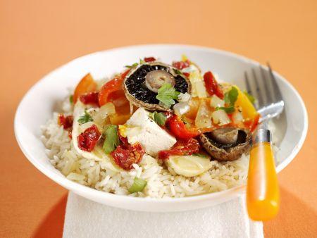 Gebratenes Gemüse mit Tofu und Reis