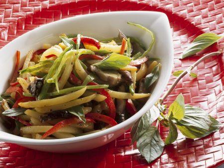Gebratenes Gemüse und Kartoffel und Shiitake