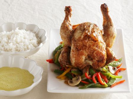 Gebratenes Hähnchen mit Gemüse