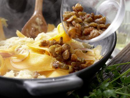 Gebratenes Sauerkraut: Zubereitungsschritt 6