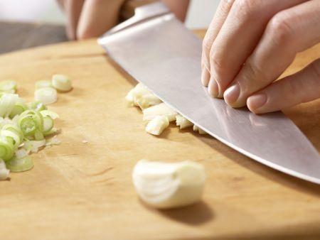 Gebratenes Tofu-Pilz-Gemüse: Zubereitungsschritt 2