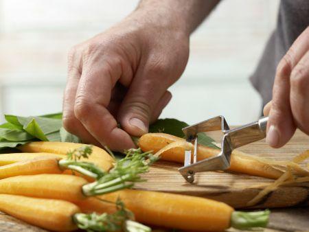 Gedämpfte Bärlauch-Möhren: Zubereitungsschritt 1