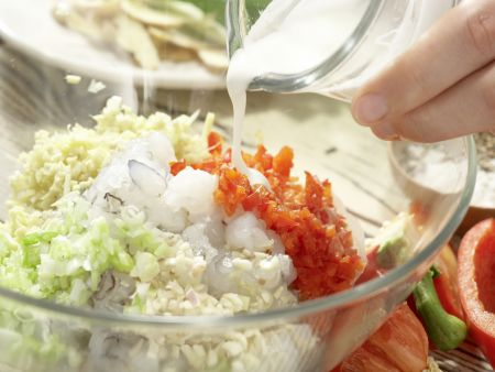 Gedämpfte Garnelen-Teigtaschen: Zubereitungsschritt 2