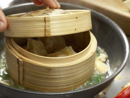 Gedämpfte Garnelen-Teigtaschen: Zubereitungsschritt 6