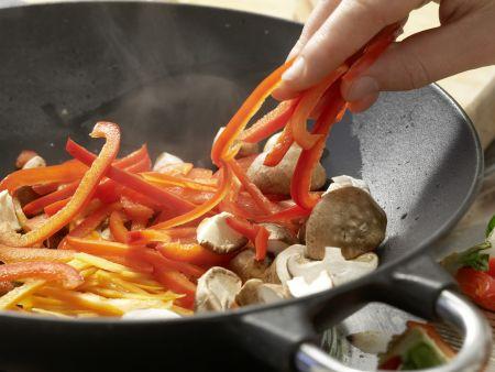 Gedämpfte Garnelen-Teigtaschen: Zubereitungsschritt 7