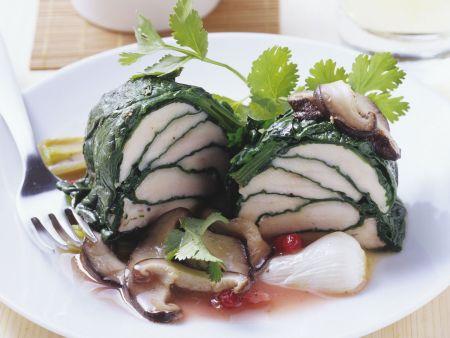 Rezept: gedämpfte Hähnchenbrust im Blattspinat mit Shiitake