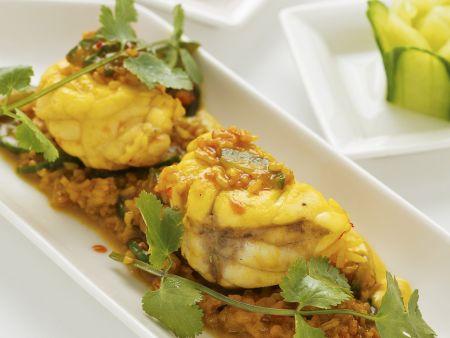 Gedämpfter Anglerfisch mit Currysoße und Duftreis