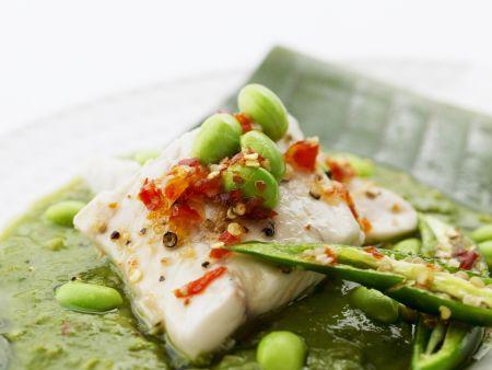 Gedämpftes Fischfilet mit Sojabohnen
