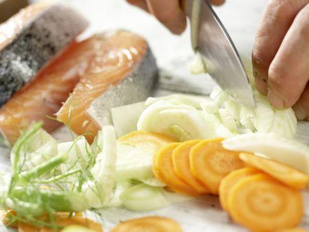 Gedünstete Lachssteaks: Zubereitungsschritt 4