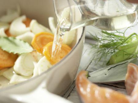 Gedünstete Lachssteaks: Zubereitungsschritt 5