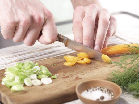 Gedünstetes Hähnchenbrustfilet: Zubereitungsschritt 2