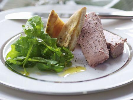 Geflügelleberpastete mit Salat