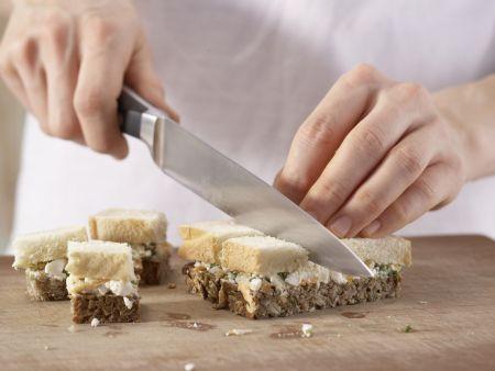 Schwarz-Weiß-Brote mit Frischkäse: Zubereitungsschritt 5