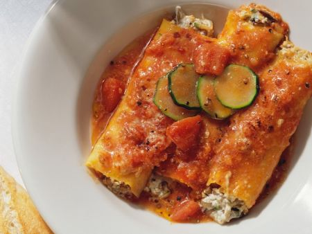 Gefüllte Cannelloni mit Tomatensauce