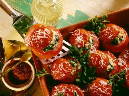 Gefüllte, gebackene Tomaten