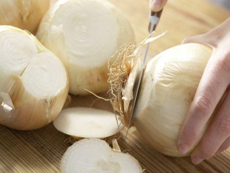 Gefüllte Gemüsezwiebeln: Zubereitungsschritt 1