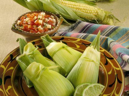 Gefüllte Maisblätter mit Limette (Tamales)