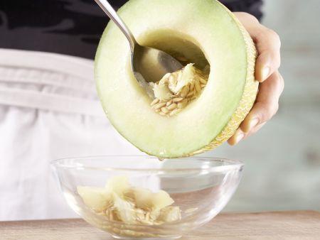 Gefüllte Melone: Zubereitungsschritt 1